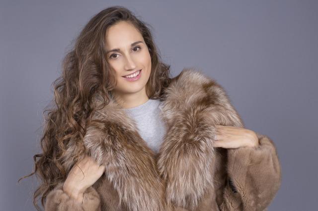 fur-coat-3420915_1920