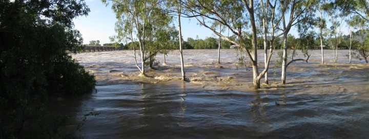 floodwaters-2210270_1920