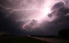 lightning-1056419_1920